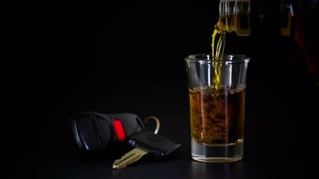 autoridade : Alcoholic Drink and Car Keys