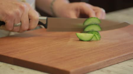 cozinhar : Cucumber being sliced on a cutting board with a knife Stock Footage