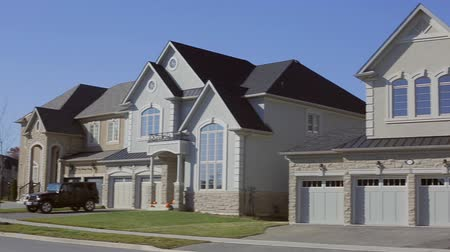 çatı : Luxury Suburban Home. Custom house exterior