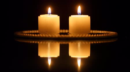 慶典 : Closeup of candles on black