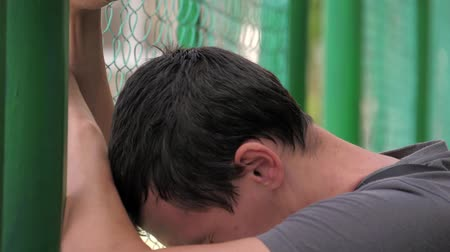 perdedor : Young man disorder and discontent, sadness, punches. Stock Footage