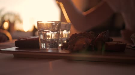 kristallen : Glasses of water on a wooden table in restaurant.