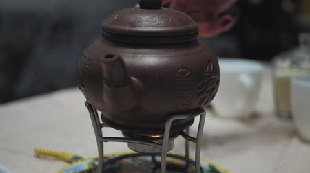 konvice : Chinese teapot on an open fire on table. Dostupné videozáznamy