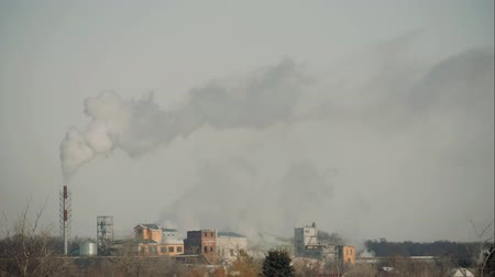 дымоход : High pollution the atmosphere with smoke and smog from chemical factory with smoke stack. Global concept earth preserving.