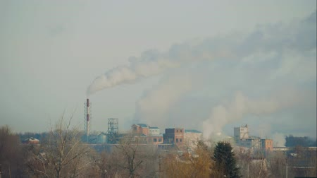 a környezet megőrzése : High pollution the atmosphere with smoke and smog from chemical factory with smoke stack. Global concept earth preserving.
