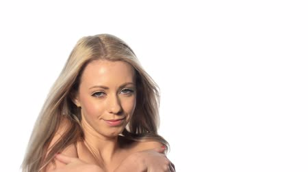 blond vlasy : Beautiful blonde girl with long hair