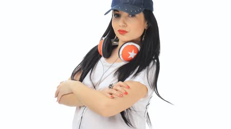 модель : Beautiful girl dancing with cap and headphones