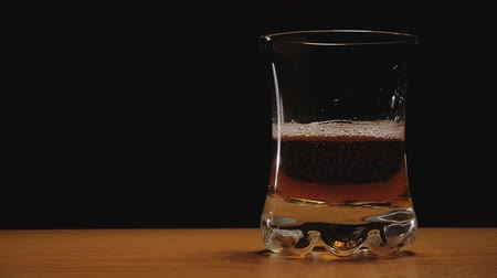 viski : Liquor or whiskey poured in a glass against black background