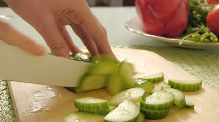 okurka :  Cutting vegetables,cucumber