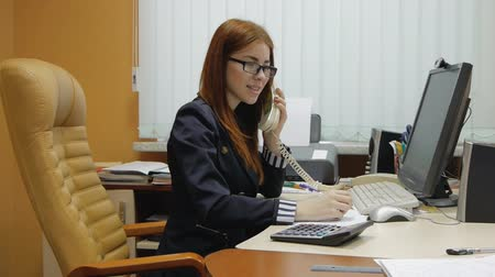 titkár : Business Woman working at the office
