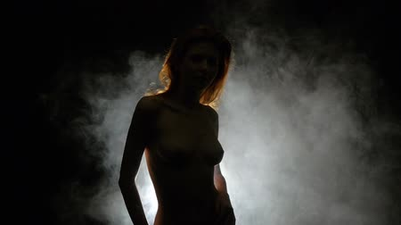 nu : Young girl posing nude, slow-motion,  smoke,fog Vídeos