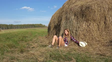 szénaboglya : Pretty country blonde girl falls on a haystack and laughs Stock mozgókép