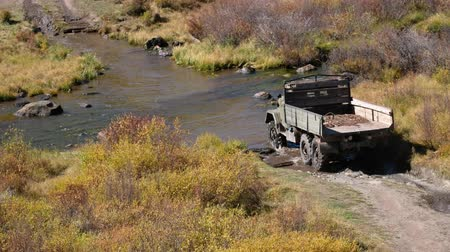 plateau : Very old russian truck crossing river Kurkurek on Altai mountain plateau Eshtykel. Siberia, Russia Stock Footage