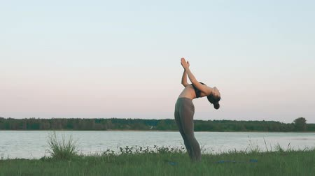 колготки : Woman doing yoga at sunrise. Yoga, sport and healthy lifestyle concept