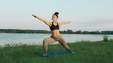 meditující : Woman doing yoga in quiet scenery. Yoga, sport and healthy lifestyle concept