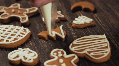 sugar cookies : Decoration of Christmas cookies. Close up garnishing gingerbread christmas tree