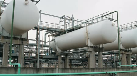 petrol : Containers and tanks for storage of liquefied gas lpg