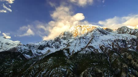 inspiradora : Time-lapse. Wind and clouds in Himalayas Stock Footage