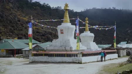 tybet : The Buddhist stupa on the hiking trail to the base camp of Everest.