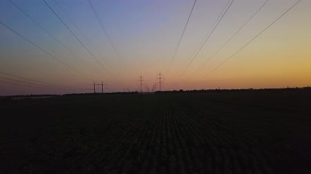voltů : Aerial View of Sunset and High-voltage power pylon. Fuel and power generation. 4K