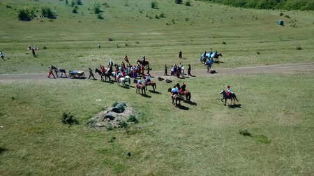zbroja : ZHEVTI VODY, UKRAINE - 06.08.2018: Aerial View. The battle between the Polish and Ukrainian troop. Medieval Reenactment