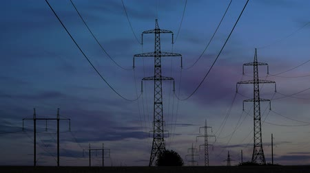 voltů : Electricity pylons and the evening sky on the background. Timelapse. Zoom out 4K