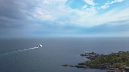 fiorde : The ferry sails along the coastline. Norway 4K Stock Footage