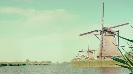 reise retro : Alte Windmühle in Holland. Die Niederlande Videos