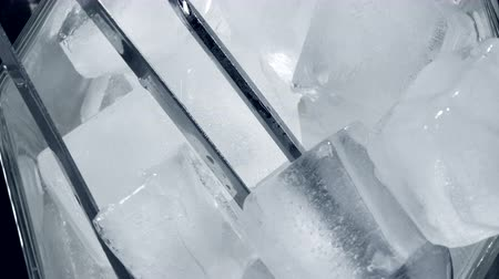 empilhamento : Close-up. Top VIew of Rotating ice cubes