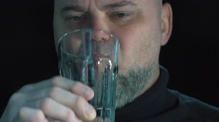 tosse : Closeup of a man ingesting a pill and drinking it with a glass of water