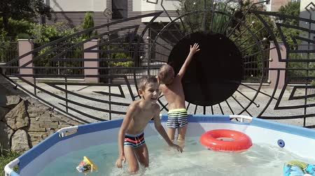 ferahlatıcı : Kids are fun playing in the water and swim