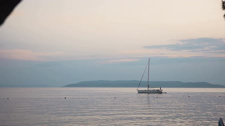 motorbot : A white boat after the rain stands parked in the open Adriatic Sea. Dalmatia. Croatia Stok Video