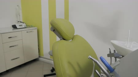 aço inoxidável : Modern dental practice. Special equipment for a dentist
