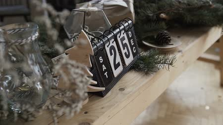 сочельник : Ride the camera on a calendar that is on the table. Beautiful calendar on which date is Christmas