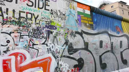oberbaum : the wall on the east side gallery Stock Footage