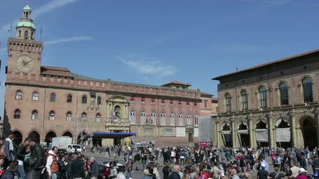 terracota : A time lapse view of Piazza Grande in Bologna