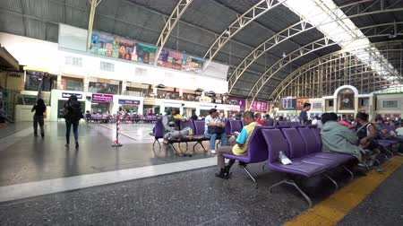 Бангкок : The waiting room of the Hualamphong Railway station in Bangkok, Thailand.