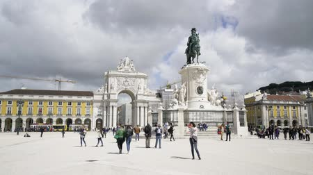 triumphal arch : View of the Commerce Square with the statue of Joseph I and the Victory Arch on the background of ...