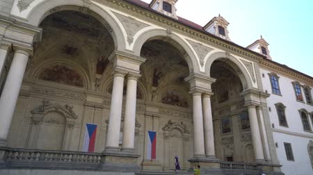 замок : view of the inner courtyard of the Senate palace in Prague, Czech republic Стоковые видеозаписи