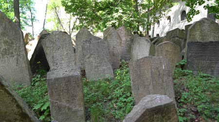 héber : The graves of the old Jewish cemetery in Prague, Czech Republic