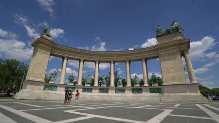 heroes square : The Millennium Monument in Heroes Square in Budapest, Hungary Stock Footage