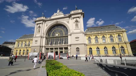 budapeste : The facade of Keleti railway station in Budapest, Hungary