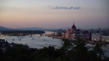 parlamento : A panoramic view of the city at the dusk in Budapest, Hungary Stok Video