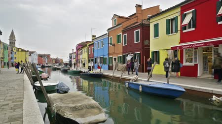 marionetka : Timelapse view of the colors of houses in Burano Wideo