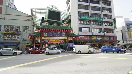 Çin mahallesi : The entrance gate of Chinatown Petaling Street Market in Kuala Lumpur, M; Stok Video