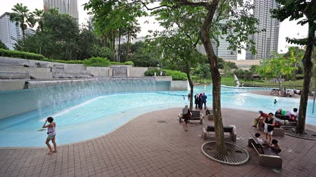 a pool and waterfalls in the KLCC park in Kuala Lumpur, Malaysia Stok Video