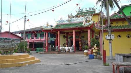 Pulau Ketam island, Malaysia. January 2019. The temples in the main square of the village in the island Wideo