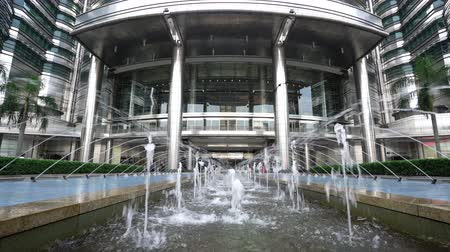 Kuala Lumpur, Malaysia. January 2019. A view of the fountains at the front of the Petronas towers entrance gate Wideo