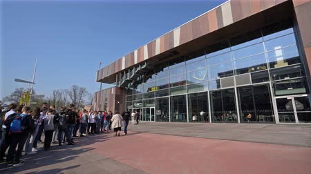 Warsaw, Poland. April 2019. a row of young people in front of the entrance to the Copernicus Science Center Wideo