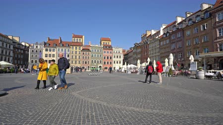 Warsaw, Poland. April 2019. Panoramic view of Rynek Starego Square Wideo
